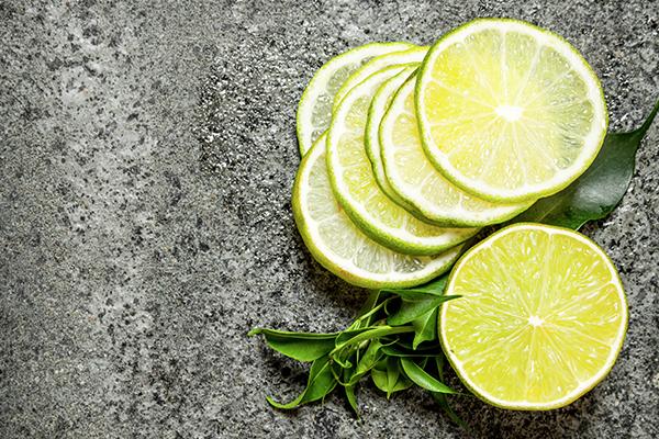 Limetten und andere Zitrusfrüchte beleben die Sinne und bringen neuen Schwung in den Kreislauf.